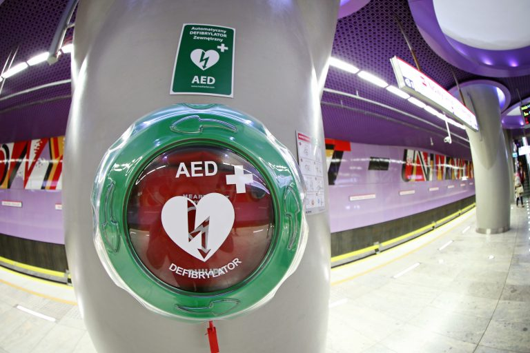 how does an aed work